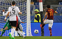 Calcio, Champions League, Gruppo E: Roma vs Bayer Leverkusen. Roma, stadio Olimpico, 4 novembre 2015.<br /> Roma's Mohamed Salah, right, kicks to score during a Champions League, Group E football match between Roma and Bayer Leverkusen, at Rome's Olympic stadium, 4 November 2015.<br /> UPDATE IMAGES PRESS/Riccardo De Luca