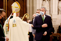 NEW YORK, NEW YORK - MARCH 17: New York Mayor, Bill de Blasio (R), greets the Cardinal Timothy Dolan (L), before a mass during St. Patrick's day on March 17, 2021 in New York. St. Patrick's Day Parade organizers say they postpone the celebration, but a small group marched to preserve the tradition. (Photo by John Smith/VIEWpress)