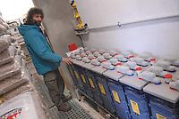 - batteries for storage of electric power at  Lagoni  mountain shelter near Corniglio (Parma), completely independent thanks to alternative energy systems....- batterie per l'immagazzinaggio della corrente elettrica presso il rifugio di montagna Lagoni a Corniglio (Parma), completamente indipendente grazie a impianti di energia alternativa