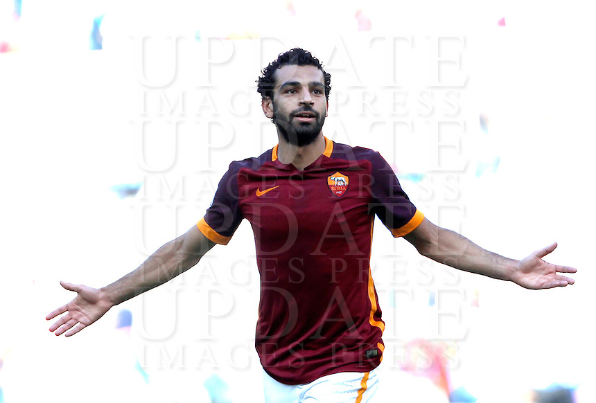 Calcio, Serie A: Roma vs Sassuolo. Roma, stadio Olimpico, 20 settembre 2015.<br /> Roma's Mohamed Salah celebrates after scoring during the Italian Serie A football match between Roma and Sassuolo at Rome's Olympic stadium, 20 September 2015.<br /> UPDATE IMAGES PRESS/Isabella Bonotto
