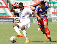 MANIZALES - COLOMBIA, 30-01-2016: Jonathan Caicedo (Izq) de Once Caldas disputa el balón con Andres Felipe Alvarez (Der) de Deportivo Pasto por la fecha 1 de Liga Águila I 2016 jugado en el estadio Palogrande de la ciudad de Manizales./  Fausto Obeso (R) player of Once Caldas fights for the ball with Andres Felipe Alvarez (L) player of Deportivo Pasto during match for the date 1 of the Aguila League I 2016 played at Palogrande stadium in Manizales city . Photo: VizzorImage / Santiago Osorio / Str