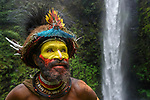 Huli Wigmen (Haro Ngibe) in traditional / ceremonial dress with plumes of Birds of Paradise, dwarf cassowary, parrots and lorikeets. Tari Valley, Papua New Guinea.