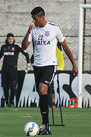 SÃO PAULO, SP, 02.10.2015 - FUTEBOL- Lincom jogador do Corinthians durante sessão de treinamento no Centro de Treinamento Joaquim Grava na região leste de São Paulo nesta sexta-feira, 02. (Foto: Marcos Moraes / Brazil Photo Press)