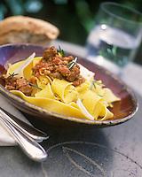 """Europe/Italie/Ombrie/Orvieto : Pappardelle au ragoût d'agneau - Recette d'Enzo et Emiliano Santoni du restaurant """"Giglio d'Oro"""""""
