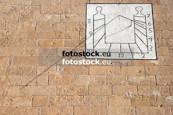 Sundial at the church of Llubi<br /> <br /> Reloj de sol en la iglesia de Llubi<br /> <br /> Sonnenuhr an der Kirche von Llubi
