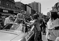 Jim Roberts, <br /> Defile de la Coupe Stanley, sur la rue Ste-Catherine, Mai 1973,<br /> suite a la victoire contre les  Black Hawks de Chicago, le 10 mai.<br /> Date exacte inconnue.<br /> <br /> <br /> PHOTO  : Agence Quebec Presse - Alain Renaud