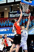 06-03-2021: Basketbal: Donar Groningen v ZZ Feyenoord: Groningen Donar speler Henry Caruso met Feyenoord speler Arunas Mikalauskas