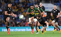 2nd October 2021, Cbus Super Stadium, Gold Coast, Queensland, Australia;   Beauden Barrett gets his pass away to Rieko Ioane. New Zealand All Blacks versus South Africa Springboks.The Rugby Championship. Rugby Union test match.