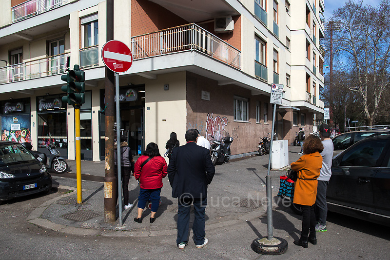People queuing (with restrictions) for food shopping. <br />