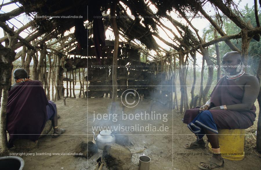 "Afrika Tansania Tanzania Indigene Völker Nomaden Massai Masai Maassai Frauen kochen am Feuer in Hütte im Kral -  Ernährung Nahrung Küche Kochstelle Feuerholz Frau Afrikaner afrikanisch Ureinwohner Stamm xagndaz | .Africa Tanzania Nomads Massai women cook in hut - woman fire firewood energy fuel Indigenous people Tribe tribals third world african | .[copyright  (c) agenda / Joerg Boethling , Veroeffentlichung nur gegen Honorar und Belegexemplar an / royalties to: agenda  Rothestr. 66  D-22765 Hamburg  ph. ++49 40 391 907 14   e-mail: boethling@agenda-fototext.de   www.agenda-fototext.de  Bank: Hamburger Sparkasse BLZ 200 505 50 kto. 1281 120 178  IBAN: DE96 2005 0550 1281 1201 78 BIC: ""HASPDEHH""] [#0,26,121#]"