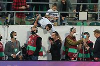 Deutsche Fans machen Selfies mit Rekordnationalspieler Lothar Matthäus  - St. Gallen 02.09.2021: Lichtenstein vs. Deutschland, WM-Qualifikation, St. Gallen