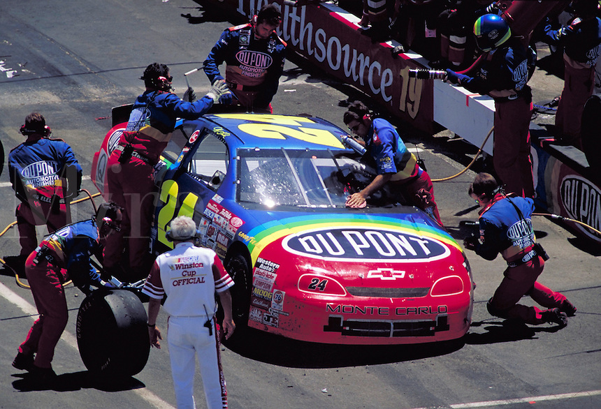 JEFF GORDON PIT STOPS MBNA 500 WINSTON CUP RACE DOVER DOWNS SPEEDWAY. JEFF GORDON. DOVER DELAWARE USA.