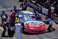 JEFF GORDON PIT STOPS MBNA 500 WINSTON CUP RACE DOVER DOWNS SPEEDWAY. JEFF GORDON. DOVER DELAWARE USA.