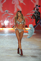NON EXCLUSIVE PICTURE: MATRIXPICTURES.CO.UK.PLEASE CREDIT ALL USES..UK RIGHTS ONLY..South African model Candice Swanepoel is pictured on the runway during the 2012 Victoria's Secret lingerie fashion show, held at New York's Lexington Avenue Armory. ..NOVEMBER 7th 2012..REF: GLK 125134 /NortePhoto