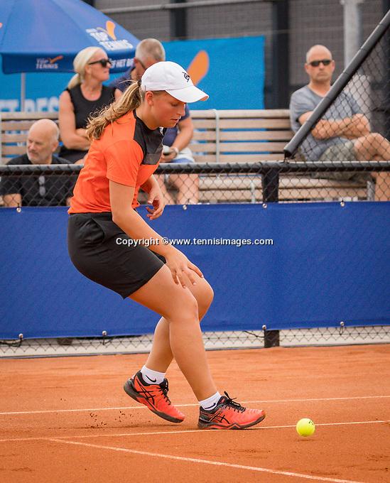 Amstelveen, Netherlands, 1 August 2020, NTC, National Tennis Center, National Tennis Championships, Men's final: Ballgirl<br /> Photo: Henk Koster/tennisimages.com