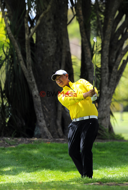 Yuan Yechun ((China) plays an approach shot to the 5th on day one of the 2017 Asia-Pacific Amateur Championship day one at Royal Wellington Golf Club in Wellington, New Zealand on Thursday, 26 October 2017. Photo: Dave Lintott / lintottphoto.co.nz
