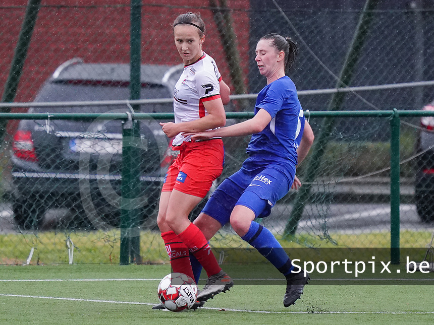 Essevee's Geena Lisa Buyle (13) (L)  and Genk's Caro Gielen (5) (R) in action during a female soccer game between the women teams of Zulte Waregem A Dames and KRC Genk Ladies B on the 1/16 th qualifying round for the Belgian Womens Cup 2020  2021 , on saturday 26 th of September 2020  in Zulte , Belgium . PHOTO SPORTPIX.BE | SPP | SEVIL OKTEM