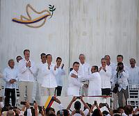 CARTAGENA- COLOMBIA -26-09-2016: Juan Manuel Santos, Presidente de Colombia y Rodrigo Londoño, Comandante de las Fuerzas Armadas Revolucionarias de Colombia Ejercito del Pueblo, durante la firma del acuerdo de Paz entre el gobierno de Colombia y la guerrilla de izquierda de las Fuerzas Armadas Revolucionarias de Colombia Ejercito del Pueblo (FARC EP) / Juan Manuel Santos, President of Colombia and Rodrigo Londoño, Commander of the Revolutionary Armed Forces of Colombia People's Army, during the signing of the peace agreement between the government of Colombia and leftist guerrillas of the Revolutionary Armed Forces of Colombia People's Army (FARC EP) Photo: VizzorImage / Ivan Valencia / Cont.