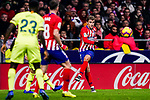 Antoine Griezmann of Atletico de Madrid (R) in action during the La Liga 2018-19 match between Atletico Madrid and FC Barcelona at Wanda Metropolitano on November 24 2018 in Madrid, Spain. Photo by Diego Souto / Power Sport Images