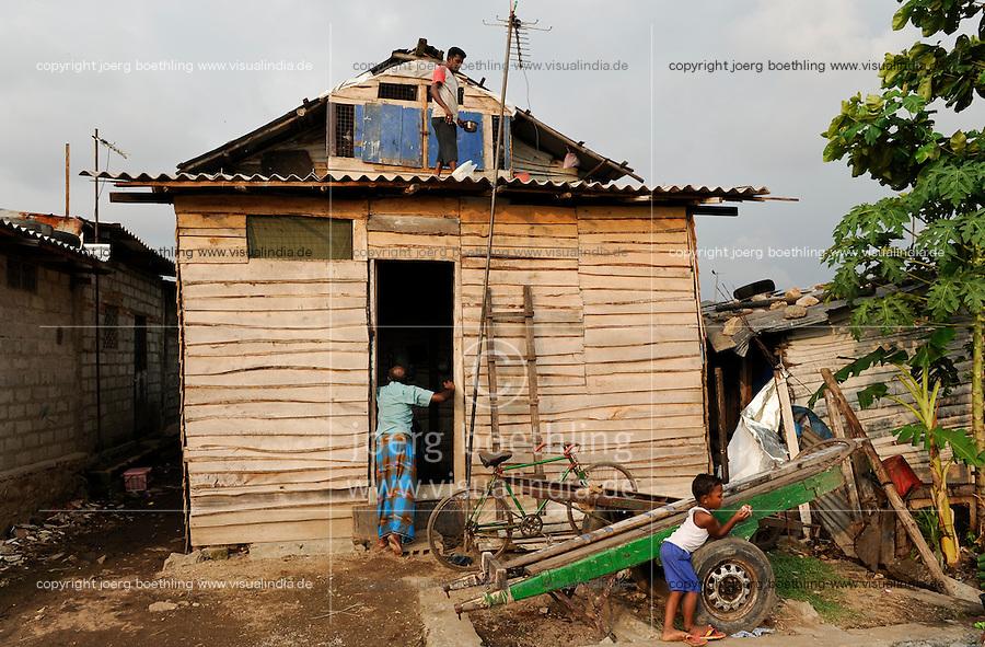 SRI LANKA Colombo, people live in slum