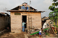 SRI LANKA Colombo, people live in slum
