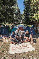 Da Luglio 2016, centinaia di profughi sono arrivati a Como con la speranza di poter attraversare la frontiera (super sigillata) della Svizzera per poi arrivare in Germania. La maggior parte arriva dal Corno d'Africa, soprattutto etiopi di etnia Oromo  e dal nord Africa e fra di loro sono parecchi i minori
