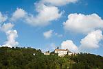 Oesterreich, Oberoesterreich, Neustift im Muehlkreis, Ortsteil Rannariedl: Schloss Rannariedl (auch Rannariegl genannt) oberhalb der Donau   Austria, Upper Austria, Neustift im Muehlkreis, district Rannariedl: Castle Rannariedl (also named Rannariegl) above river Danube