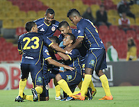 BOGOTA- COLOMBIA -16 -04-2014: Los jugadores de Universidad Autonoma, celebran el gol anotado a Independiente Santa Fe durante partido aplazado entre Independiente Santa Fe y Universidad Autonoma por la fecha 16 entre de la Liga Postobon I 2014, jugado en el estadio Nemesio Camacho El Campin de la ciudad de Bogota.  / The players Universidad Autonoma celebrate a goal scored to Independiente Santa Fe during a postponed match between Independiente Santa Fe and Universidad Autonoma for the date 16th of the Liga Postobon I 2014 at the Nemesio Camacho El Campin Stadium in Bogota city. Photo: VizzorImage  / Luis Ramirez / Staff.