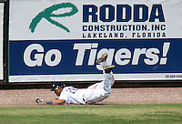 Lakeland Flying Tigers outfielder Luis Castillo #28 makes a diving catch during a game against the Daytona Cubs at Joker Marchant Stadium on April 29, 2012 in Lakeland, Florida.  Lakeland defeated Daytona 6-4.  (Mike Janes/Four Seam Images)