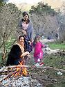 Iraq 2015 <br /> Picnic of Nowruz in the mountain, women and child near the fire  <br /> Irak 2015 <br /> Nowruz dans les montagnes, femmes et enfant pres d'un feu.