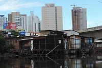 Recife (PE), 07/05/2021 - Desigualdade-Recife - Situação de moradia de milhares de famílias morando em palafitas em contrastes com prédios mostram a desigualdade no Recife nesta sexta-feira (07) no bairro do Pino.