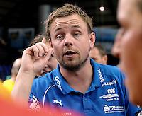 """1. Bundesliga Handball Damen - Frauen Handball BL DHB - Arena Leipzig - HC Leipzig : TSV Bayer 04 Leverkusen """"Handballelfen"""" - im Bild: Traineransprache nach dem Sieg - Coach / Trainer Heine Jensen . Porträt . Foto: Norman Rembarz..Norman Rembarz , Autorennummer 41043728 , Augustenstrt. 2, 04317 Leipzig, Tel.: 01794887569, Hypovereinsbank: BLZ: 86020086, KN: 357889472, St.Nr.: 231/261/06432 - Jegliche kommerzielle Nutzung ist honorar- und mehrwertsteuerpflichtig! Persönlichkeitsrechte sind zu wahren. Es wird keine Haftung übernommen bei Verletzung von Rechten Dritter. Autoren-Nennung gem. §13 UrhGes. wird verlangt. Weitergabe an Dritte nur nach  vorheriger Absprache.."""