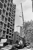 Construction au centre-ville de Montréal dans les années 80.<br /> juin 1988