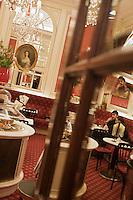 Europe/Autriche/Niederösterreich/Vienne: Café de l' Hôtel Sacher - le salon de thé de la pâtisserie