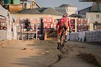 trying to follow the 1 rut<br /> <br /> Elite Men's Race<br /> Soudal Jaarmarktcross Niel 2016