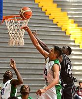 BOGOTA – COLOMBIA - 28 – 05 - 2017: Jairo Mendoza (Der.) jugador de Piratas de Bogota, salta a disputar el balón con Jairo Pardo (Izq.) jugador de Aguilas, durante partido entre Piratas de Bogota y Aguilas de Tunja por la fecha 4 de Liga  Profesional de Baloncesto Colombiano 2017 en partido jugado en el Coliseo El Salitre de la ciudad de Bogota. / Jairo Mendoza (R) player of Piratas of Bogota, jumps for the ball with Jairo Pardo (L) player of Aguilas of Tunja, during a match between Piratas of Bogota and Aguilas of Tunja, of the  date 4th for La Liga  Profesional de Baloncesto Colombiano 2017, game at the El Salitre Coliseum in Bogota City. Photo: VizzorImage / Luis Ramirez / Staff.