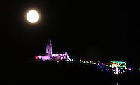 BOGOTA -COLOMBIA , 13- DICIEMBRE-2016. La última luna llena del 2016 con el Santuario del Señor de Monserrate / The last full moon of 2016 with the Sanctuary of the Lord of Monserrate. Photo: VizzorImage / Felipe Caicedo / Staff
