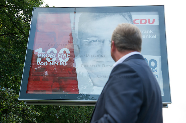 """CDU-Berlin beginnt mit ihrem Plakatwahlkampf zur Abgeordnetenhauswahl am 18. September 2011.<br /> Der Spitzenkandidat der CDU-Berlin, Frank Henkel praesentierte am Dienstag den 19. Juli 2011 das erste Motiv der Grossplakate der CDU fuer den Wahlkampf zur Abgeordnetenhauswahl am 18. September 2011. Der Plakatslogan lautet: """"Die 100 Probleme von Berlin"""".<br /> 19.7.2011, Berlin<br /> Copyright: Christian-Ditsch.de<br /> [Inhaltsveraendernde Manipulation des Fotos nur nach ausdruecklicher Genehmigung des Fotografen. Vereinbarungen ueber Abtretung von Persoenlichkeitsrechten/Model Release der abgebildeten Person/Personen liegen nicht vor. NO MODEL RELEASE! Nur fuer Redaktionelle Zwecke. Don't publish without copyright Christian-Ditsch.de, Veroeffentlichung nur mit Fotografennennung, sowie gegen Honorar, MwSt. und Beleg. Konto: I N G - D i B a, IBAN DE58500105175400192269, BIC INGDDEFFXXX, Kontakt: post@christian-ditsch.de<br /> Bei der Bearbeitung der Dateiinformationen darf die Urheberkennzeichnung in den EXIF- und  IPTC-Daten nicht entfernt werden, diese sind in digitalen Medien nach §95c UrhG rechtlich geschuetzt. Der Urhebervermerk wird gemaess §13 UrhG verlangt.]"""