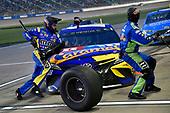 #18: Kyle Busch, Joe Gibbs Racing, Toyota Camry M&M's Caramel