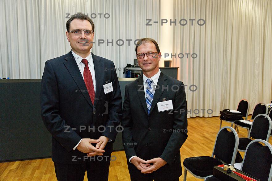 v.l.n.r. Prof. Dr. Thomas Jordan Chairman of the Governing Board / Swiss National Bank, Juerg Kronenberg Managing Director / UBS AG am<br />2nd Finance Conference am 25.9.2012 im Congress Hotel Seedamm Plaza in Pfaeffikon SZ <br /><br />Copyright © Zvonimir Pisonic