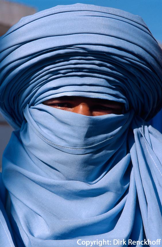 Tuareg auf dem Marktplatz, Douz, Tunesien