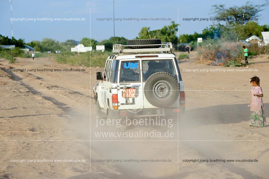 KENYA Turkana Region, UNHCR refugee camp Kakuma, where permanent 80.000 refugees from Somalia, Ethiopia, South Sudan are living, UN vehicle / KENIA UNHCR Fluechtlingslager Kakuma in der Turkana Region , hier leben ca. 80.000 Fluechtlinge aus Somalia Sudan Aethiopien