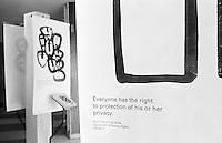 """Ausstellung zum Thema """"Menschenrechte"""" im Foyer des UN-Gebaeudes. Jeder Artikel der Menschenrechtscharta ist mit einer anderen Grafik symbolisiert.<br /> Hier: Der Artikel 12: Jeder Mensch hat das Recht auf den Schutz seiner Privatspaere.<br /> New York City, 5.1.1999<br /> Copyright: Christian-Ditsch.de<br /> [Inhaltsveraendernde Manipulation des Fotos nur nach ausdruecklicher Genehmigung des Fotografen. Vereinbarungen ueber Abtretung von Persoenlichkeitsrechten/Model Release der abgebildeten Person/Personen liegen nicht vor. NO MODEL RELEASE! Don't publish without copyright Christian-Ditsch.de, Veroeffentlichung nur mit Fotografennennung, sowie gegen Honorar, MwSt. und Beleg. Konto:, I N G - D i B a, IBAN DE58500105175400192269, BIC INGDDEFFXXX, Kontakt: post@christian-ditsch.de]"""