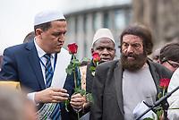 """Der """"Marsch der Muslime gegen Terrorismus"""" am Sonntag den 9. Juli 2017 in Berlin.<br /> Etwa sechzig Imame aus Frankreich und anderen europaeischen Laendern, darunter auch sechs Imame aus Berlin werden ab dem 9. Juli 2017 in europaeische Staedte fahren, wo es in den letzten Jahren besonders schwere islamistisch motivierte Terroranschlaege gegeben hat.In Berlin versammelten sie sich zusammen mit Mitgliedern der christlichen und juedischen Gemeinde an der Kaiser-Wilhelm-Gedaechtnis-Kirche in Berlin-Charlottenburg wo im Dezember 2016 einen Anschlag auf den Weihnachtsmarkt gegeben hatte.<br /> Der franzoesische Imam Hassen Chalghoumi aus dem Pariser Vorort Drancy engagiert sich seit vielen Jahren fuer ein friedliches Miteinander der Religionen, insbesondere im Verhaeltnis der Muslime zum Judentum. Zusammen mit seinem Freund, dem juedischen Schriftsteller Marek Halter, der seit Jahrzehnten in gleicher Weise engagiert ist hat er den """"Marche des musulmans contre le terrorisme"""" initiert. Sie wollen nach Bruessel, Paris, St.-Etienne-du-Rouvray, Toulouse und Nizza und dort oeffentlich fuer die Opfer beten und gegen einen Missbrauch des Islam durch Terroristen und menschenfeindliche Gruppen eintreten.<br /> Die Evangelische Kirche Berlin-Brandenburg-schlesische Oberlausitz unterstuetzt das Anliegen der """"Marche des musulmans contre le terrorisme"""". Der Landesbischof Dr. Markus Droege hat an dem Gebet der Muslime auf dem Breitscheidplatz als Gast teilgenommen und einen Segen fuer die Teilnehmer ausgesprochen.<br /> Im Bild: Vlnr.  Imam Chalghoumi und Marek Halter.<br /> 9.7.2017, Berlin<br /> Copyright: Christian-Ditsch.de<br /> [Inhaltsveraendernde Manipulation des Fotos nur nach ausdruecklicher Genehmigung des Fotografen. Vereinbarungen ueber Abtretung von Persoenlichkeitsrechten/Model Release der abgebildeten Person/Personen liegen nicht vor. NO MODEL RELEASE! Nur fuer Redaktionelle Zwecke. Don't publish without copyright Christian-Ditsch.de, Veroeffentlichung nur mit Fotograf"""