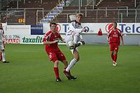 Toni Kroos (FC Bayern M¸nchen)  spielt den Ball vor Simon Riebel (FSV Mainz 05)