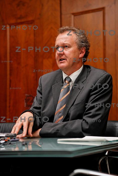 Interview mit Hans Nuetzi, neuer CEO von Clariden Leu AG, im Firmensitz in Zuerich an der Bahnhofstrasse 32, am 6.12.07<br /> <br /> Copyright © Zvonimir Pisonic