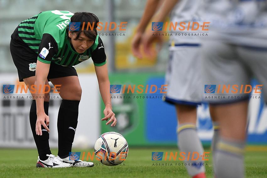Mana Mihashi of Sassuolo prepares a free kick during the women Serie A football match between US Sassuolo and Hellas Verona at Enzo Ricci stadium in Sassuolo (Italy), November 15th, 2020. Photo Andrea Staccioli / Insidefoto