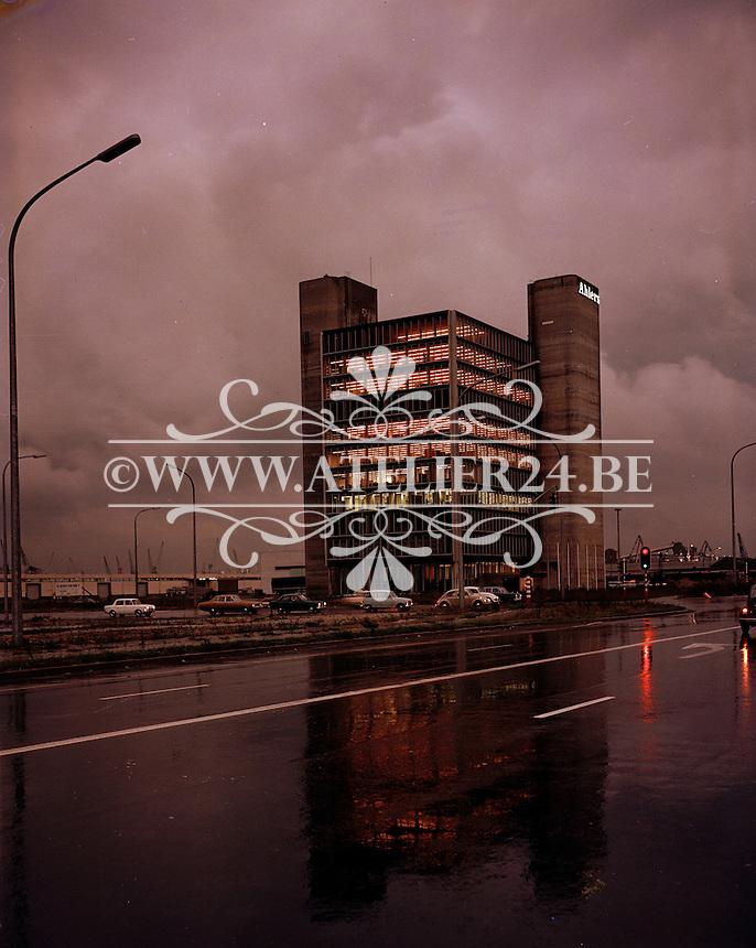 September 1970. Gebouw Ahlers in de Antwerpse haven ter hoogte van de overgang van het Albertdok naar het Leopolddok.