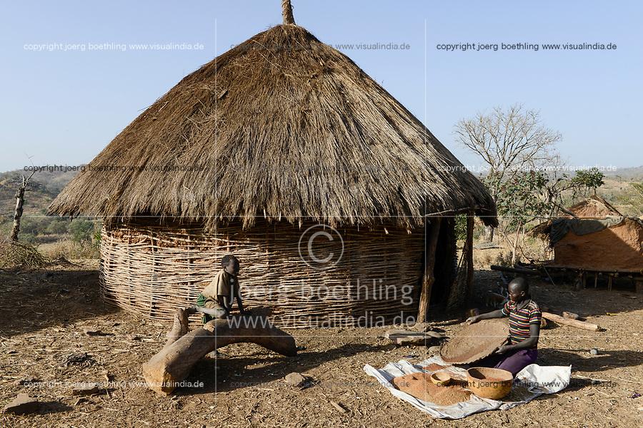 ETHIOPIA Province Benishangul-Gumuz, town Debate, Gumuz village Banush, Gumuz woman winnowing millet / AETHIOPIEN, Provinz Benishangul-Gumuz, Stadt Debate, Gumuz Dorf Banush, Gumuz Frau trennt Hirse Korn von der Spreu