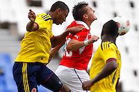MENDOZA -ARGENTINA- 13-01-2013: Jerson Vergara (Izq.) y Heliberton Palacios (Der.) de Colombia, disputan el balón con Nicolas Castillo (Cent.) de Chile, durante partido entre los seleccionados de Colombia y Chile en el estadio Las Malvinas de Mendoza Argentina,  enero  13 de 2013. Colombia perdió dos goles a uno con Chile en partido por el Suramericano Sub 20 del grupo A, clasificatorio al mundial en Turquia. Jerson Vergara (L) and Heliberton Palacios(R),from Colombia, fight for the ball with Nicolas Castillo (C) from Chile, during the match between Colombia and Chile in the stadium The Falklands in Mendoza, Argentina, on 13 January 2013. Colombia lost two goals to one with Chile in South American game for the Under 20 group A, qualifying to Turkey world cup.  (Photo: Photosport/Photogamma / VizzorImagea)..